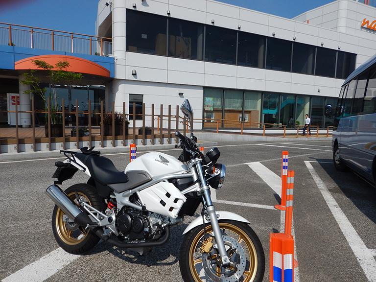 バイクで初めて入ったサービスエリア