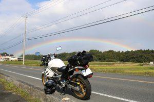 雨降り直前 虹が目の前に